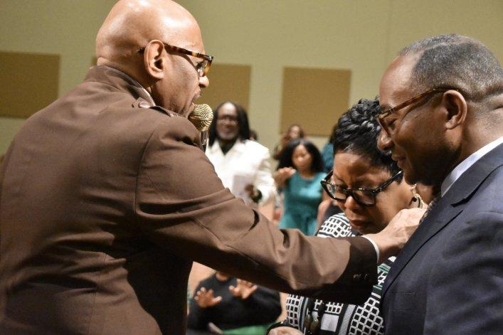 调研:即使不去教会,大多数非裔美国人仍保持着高度宗教性